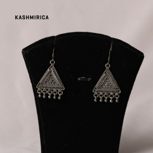 Badirah Earrings White