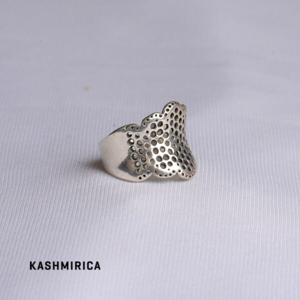 Khalida Ring White