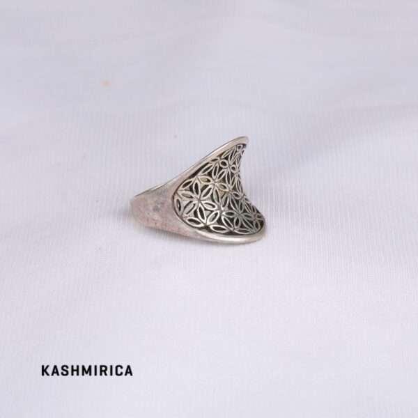 Salma Ring White