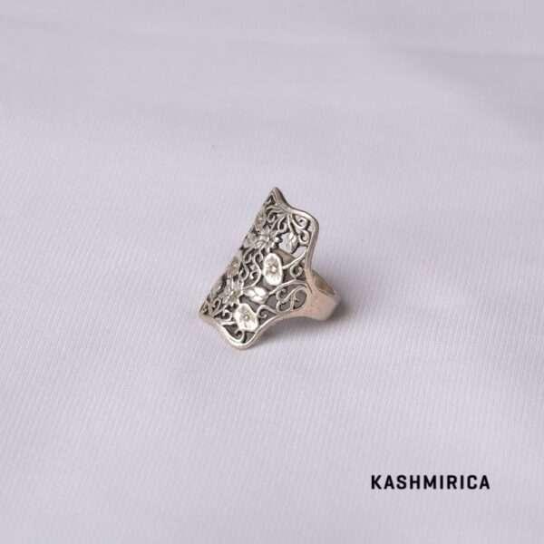 Zaynab Ring White